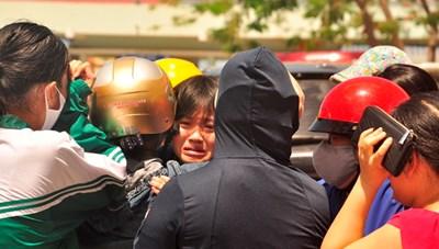 Vụ lật xe khách trên đường Hồ Chí Minh: Tiếng khóc xé lòng