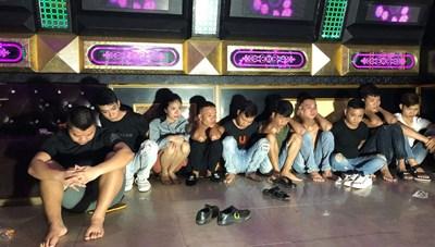 Quảng Bình dừng các hoạt động massage, quán bar, karaoke, vũ trường…