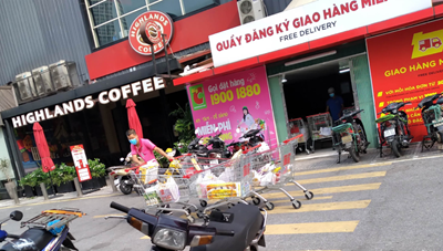 Hà Nội cấm shipper tự do, cả đại siêu thị lác đác vài người giao hàng