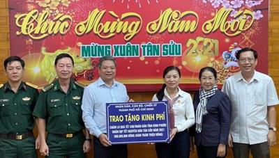 TP Hồ Chí Minh: Trao quà Tết cho đồng bào nghèo các địa phương
