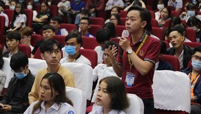 Doanh nhân truyền cảm hứng khởi nghiệp cho giới trẻ