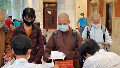 Phật giáo Việt Nam tiếp tục phong trào 'bữa cơm yêu thương' trong tâm dịch