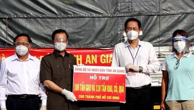 An Giang tiếp tục hỗ trợ TP Hồ Chí Minh 210 tấn lương thực phẩm