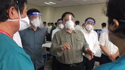 Thủ tướng kiểm tra phòng, chống dịch tại Bình Dương: Vừa điều trị Covid vừa chữa bệnh khác cho nhân dân