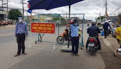 Hơn 300 người ở Đồng Nai kẹt tại Long An đã được về quê