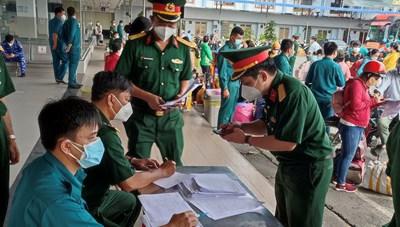 Bộ Tư lệnh TP Hồ Chí Minh đưa 1.655 người dân ở 8 tỉnh thành về quê