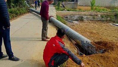 Lạng Sơn: Cột điện cao thế 'tự đổ', trơ lõi thép 'nhỏ thó', dân bất an