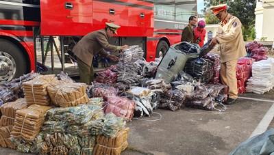 1.000 chiếc váy nữ 'đi xe tải' từ TP HCM về Gia Lai