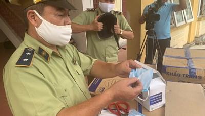 Hà Tĩnh: Phát hiện xe tải chở 390.000 khẩu trang không rõ nguồn gốc