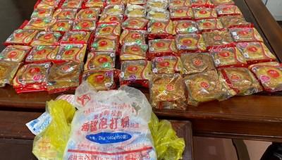 Làm bánh trung thu từ gói nguyên liệu in toàn chữ Trung Quốc