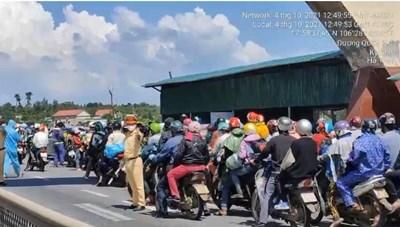 [VIDEO] Hàng nghìn người từ vùng dịchđang vào Hà Tĩnh