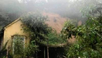Hà Tĩnh: Di dời khẩn cấp 106 hộ dân ở điểm sạt lở núi