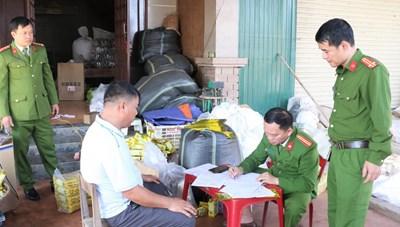 Một cơ sở ở Hà Tĩnh làm giả trà xanh Tân Cương Thái Nguyên