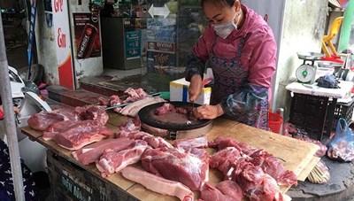 Ế ẩm, giá thịt lợn vẫn cao