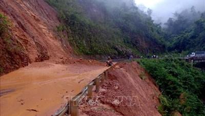 Sạt núi, nhiều tuyến đường  ở Lai Châu bị chia cắt