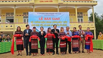 Bình Định: Lễ bàn giao hệ thống điện năng lượng mặt trời tại làng Canh Tiến
