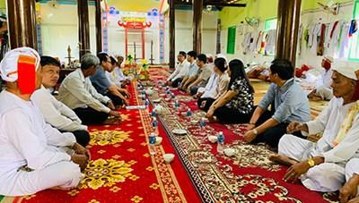 Bình Thuận: Thăm, chúc Tết Ramưwan của đồng bào Chăm theo đạo Bàni