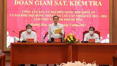 Phó Chủ tịch Quốc hội Đỗ Bá Tỵ kiểm tra công tác bầu cử tại Khánh Hòa