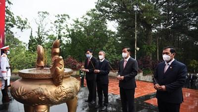 Lâm Đồng: Viếng Nghĩa trang Liệt sỹ nhân ngày Thương binh Liệt sỹ 27/7