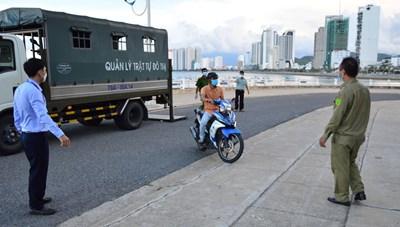 Nha Trang: Quyết liệt xử phạt các trường hợp ra đường không có lý do chính đáng