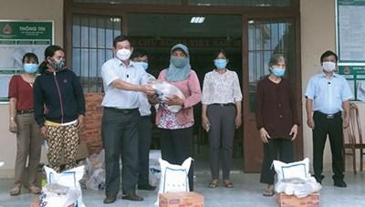 Mặt trận huyện Tánh Linh vận động hơn 732 triệu đồng ủng hộ Quỹ 'Vì người nghèo'