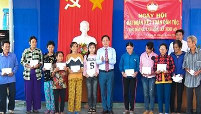Phó Bí thư Tỉnh ủy Khánh Hòa dự Ngày hội Đại đoàn kết tại thôn Lạc Hòa