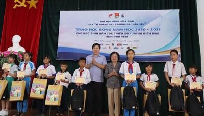 Phú Yên: Trao học bổng Vừ A Dính cho học sinh  DTTS và vùng biển đảo
