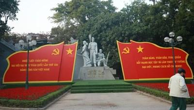 Đường phố Hà Nội thay áo mới chào mừng Đại hội toàn quốc lần thứ XIII của Đảng