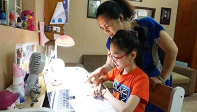 Trẻ học online tại nhà: Cẩn thận không bao giờ thừa