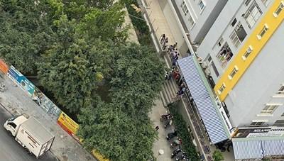Một nạn nhân rơi từ tầng cao chung cư Carina