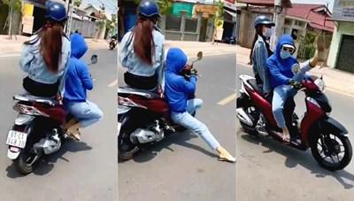 Chạy xe máy vừa 'múa' vừa tạo dáng