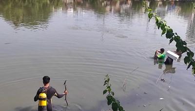 TP.Hồ Chí Minh: Rơi từ sà lan xuống kênh, một người mất tích