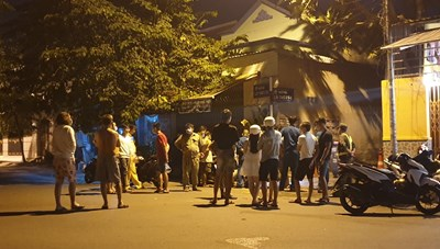 Bình Dương: 'Kẹp 3' lao vào tường, 2 thanh niên Nghệ An chết tại chỗ