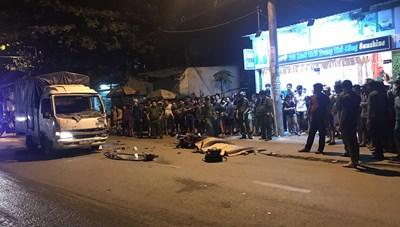 TPHCM: Xe máy và chạm với xe tải, một người chết