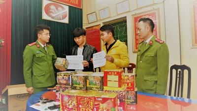 Bị bắt vì từ Thanh Hóa ra Nam Định mua pháo nổ mừng tân gia