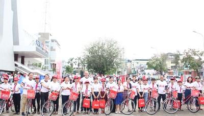 Tặng xe đạp cho  trẻ em có hoàn cảnh khó khăn tại Quảng Ngãi