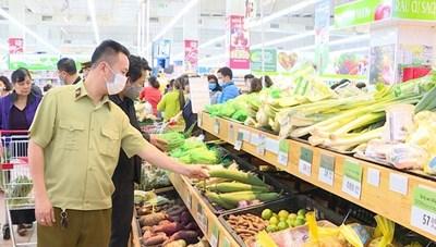 Siết an toàn thực phẩm ngày cận Tết