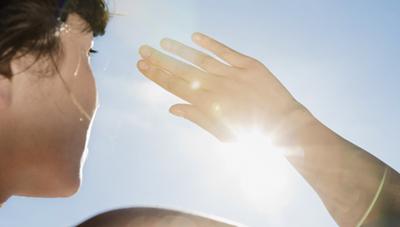 Tia UV dưới trời nắng nóng huỷ hoại đôi mắt của chúng ta như thế nào?
