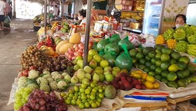 Chợ dân sinh Hà Nội lác đác người mua trong ngày thứ 2 giãn cách
