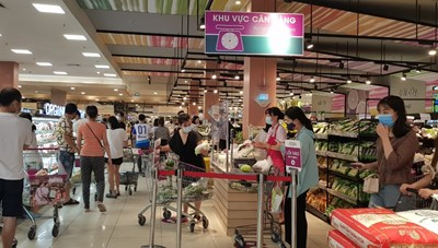 Hà Nội: Người dân đi chợ phải dùng tem phiếu, siêu thị vẫn mua bán tự do