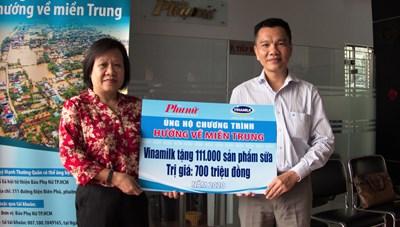 Người lao động Vinamilk quyên góp hỗ trợ miền Trung gần 4 tỷ đồng