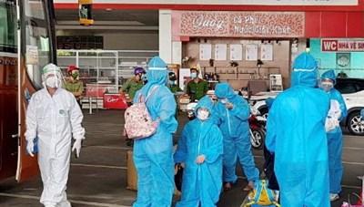 Gia Lai: Đón 24 thai phụ và trẻ em từ Bình Dương về quê an toàn