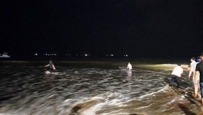 Bình Định: Tìm thấy thi thể hai thanh niên đuối nước khi tắm biển