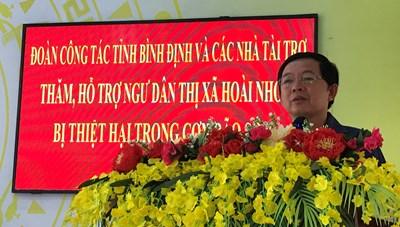 Bình Định: Trao tiền và sổ tiết kiệm hỗ trợ gia đình ngư dân bị nạn trong bão số 9