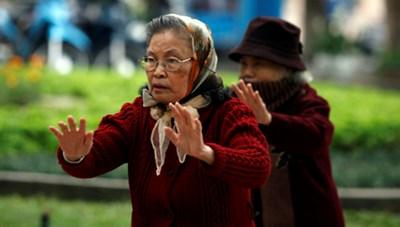 Bệnh của người cao tuổi khi trời lạnh: Nguyên nhân và cách phòng tránh