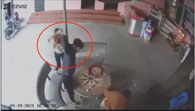 [VIDEO]: Sau vài câu 'cãi vã', nam thanh niên cầm điếu cày đánh người tử vong