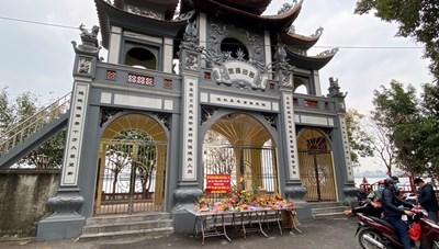 Rằm tháng Giêng, vắng bóng người tại phủ Tây Hồ và các đền, chùa