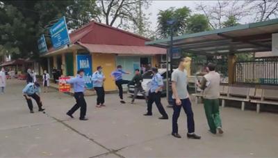 [VIDEO] Bảo vệ bệnh viện ẩu đả với người nhà bệnh nhân