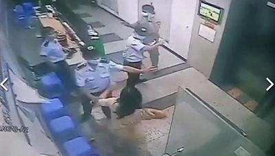 [VIDEO] Người phụ nữ không đeo khẩu trang, hành hung bảo vệ chung cư bị phạt 2 triệu đồng