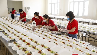 Hình ảnh về bếp ăn phục vụ khu cách ly – những điều chưa kể